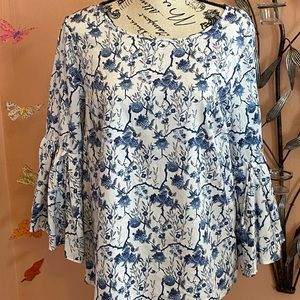 BOHO floral top with bell sleeves
